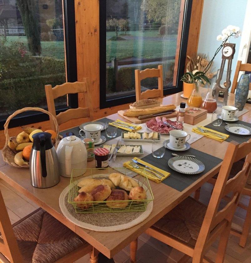 petit déjeuner table hôtes
